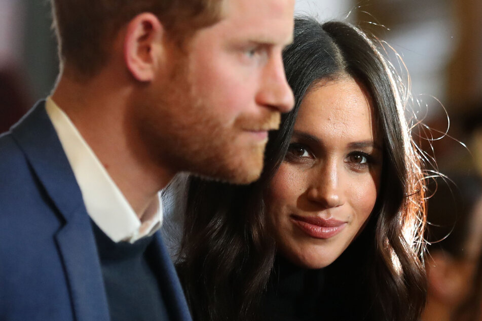 Unschuldig oder eiskalt? Herzogin Meghan (39, r, hier mit Ehemann Prinz Harry, 36) soll einige Palast-Mitarbeiter demütigend behandelt haben.