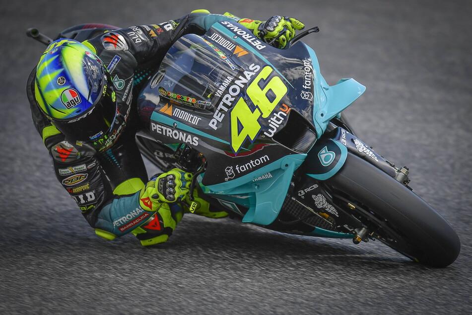 Leuchtet am Wochenende die 46 ein letztes Mal auf dem Sachsenring? Nach den bisherigen Ergebnissen in dieser Saison rechnen viele mit einem Rücktritt von Valentino Rossi. Es könnte also seine Abschiedsfahrt werden.