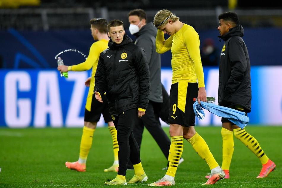 Der BVB um den erneut glücklosen Topstürmer Erling Haaland (20, 2.v.r.) ist als letztes deutsches Team aus der Königsklasse ausgeschieden.