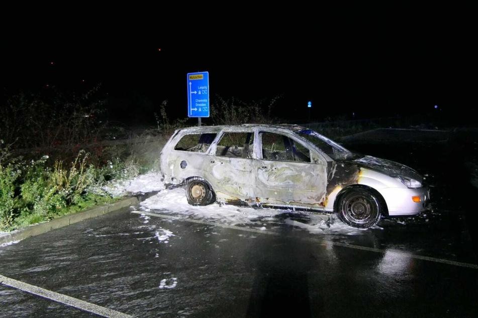 Der Ford Focus war nicht mehr zu retten und brannte vollständig aus.