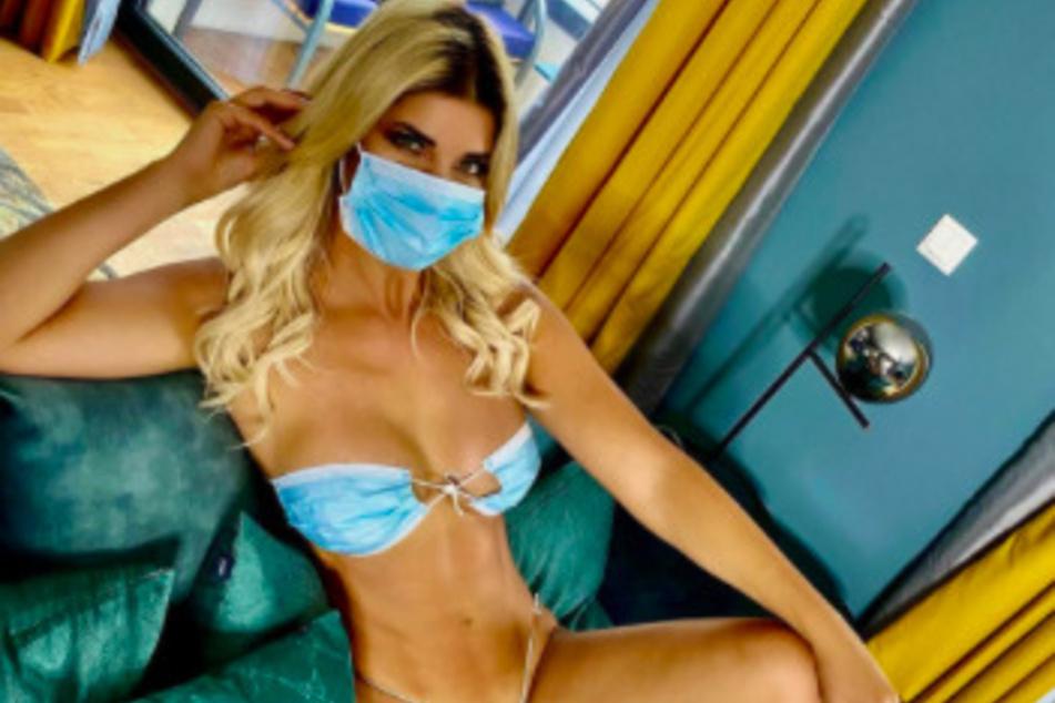 Micaela Schäfer (36) trägt Maske - nicht nur im Gesicht.