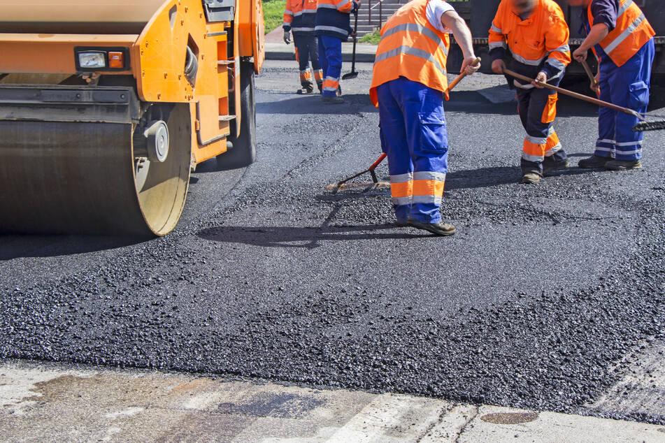 Die Straßenbauer haben spätestens in den letzten Jahren alle Hände voll zu tun. (Symbolbild)