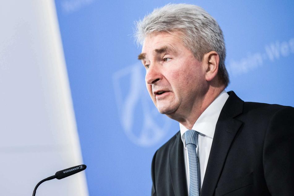 Nordrhein-Westfalens Wirtschaftsminister Andreas Pinkwart (FDP) hat sich in einem Interview für weitere Lockerungen der Corona-Beschränkungen ausgesprochen.
