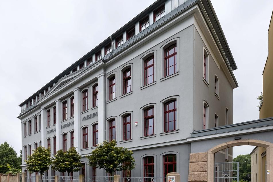 Im Textil- und Rennsportmuseum in Hohenstein-Ernstthal ist derzeit eine Sonderausstellung zur DDR-Bademode zu sehen.