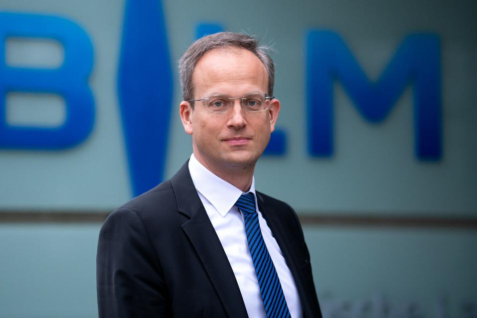 Der künftige BLM-Präsident Thorsten Schmiege (47) macht den Lokal- und Regionalsendern im Freistaat Hoffnung.