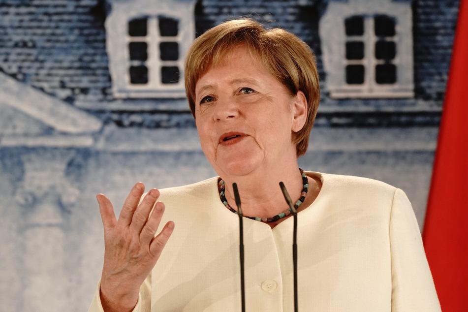 Bundeskanzlerin Angela Merkel (CDU) spricht während einer Pressekonferenz nach dem Gespräch mit Frankreichs Präsidenten Macron im Schloss Meseberg, dem Gästehaus der Bundesregierung. Thema des Treffens war unter anderem der europäische Wiederaufbauplan von 750 Milliarden Euro in der Corona-Krise.