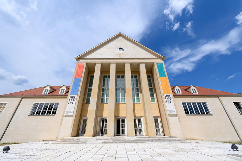 Das Festspielhaus Hellerau empfängt als Musentempel am Rande von Dresden kurz vor Ende der Spielzeit wieder Gäste. Trotz Corona-Pandemie sind hinter verschlossenen Türen die Planungen für die Zukunft weitergegangen.