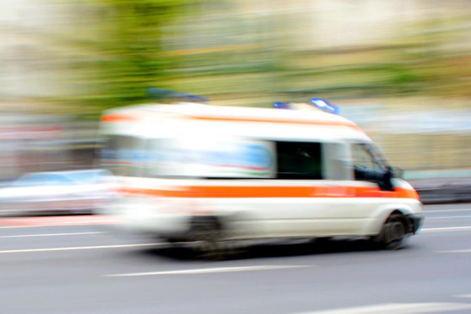 Auto mit Migranten kommt von Fahrbahn ab und überschlägt sich: Ein Mensch stirbt