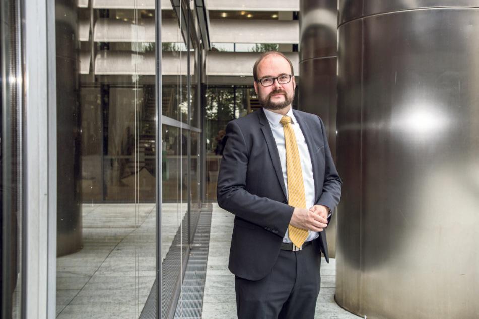 Christian Piwarz (44, CDU) ist seit 2006 Mitglied des Sächsischen Landtags und seit 18. Dezember 2017 Sächsischer Staatsminister für Kultus. Er gilt als enger Vertrauter des Ministerpräsidenten Michael Kretschmer.