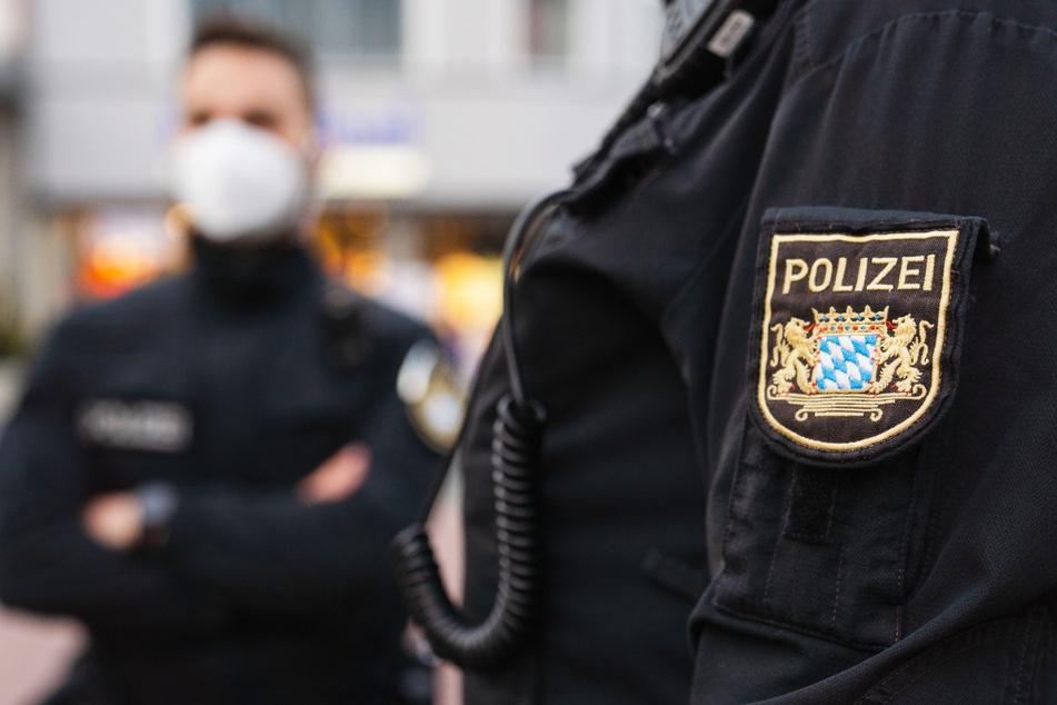 In Bayern ist eine Frau festgenommen worden, die Geld für die Terrororganisation Islamischer Staat (IS) gesammelt haben soll. (Symbolbild)