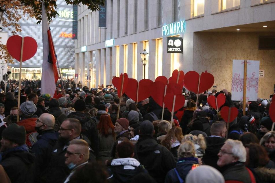 Bilanz des Demo-Samstags in Leipzig: 1600 Polizisten, Lob und Kritik aus der Politik