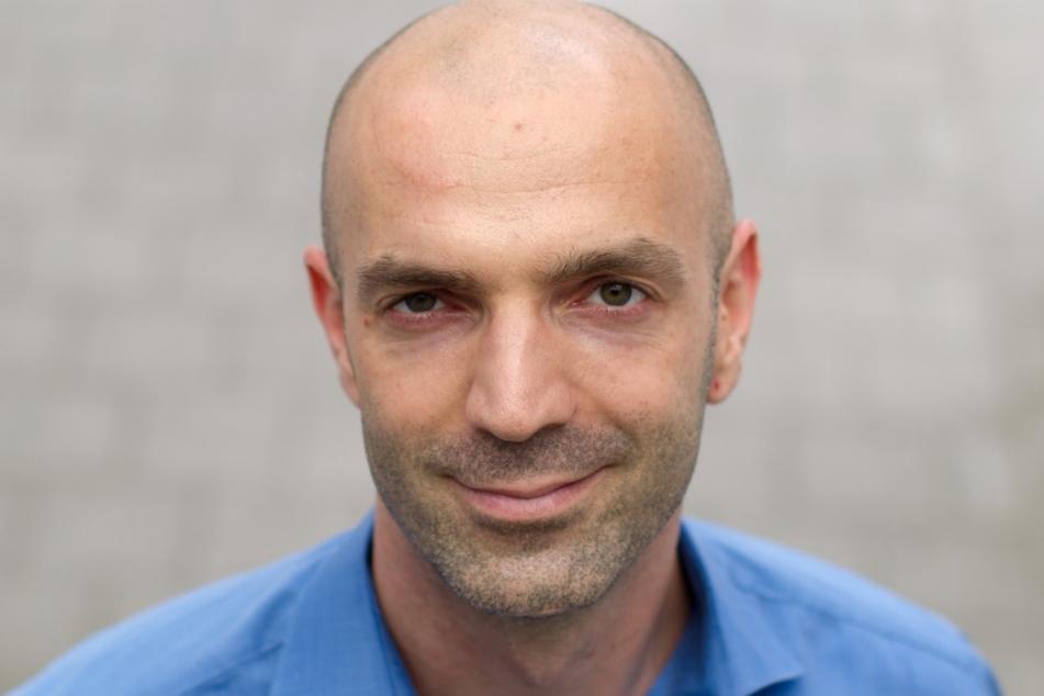 Der Virologe Jonas Schmidt-Chanasit arbeitet am Hamburger Bernhard-Nocht-Institut für Tropenmedizin und hat eine klare Meinung zur korrekten Tragweise von Corona-Masken.