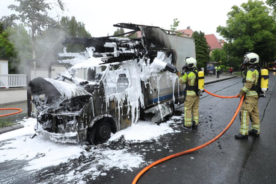 Das Fahrzeug brannte vollständig aus.