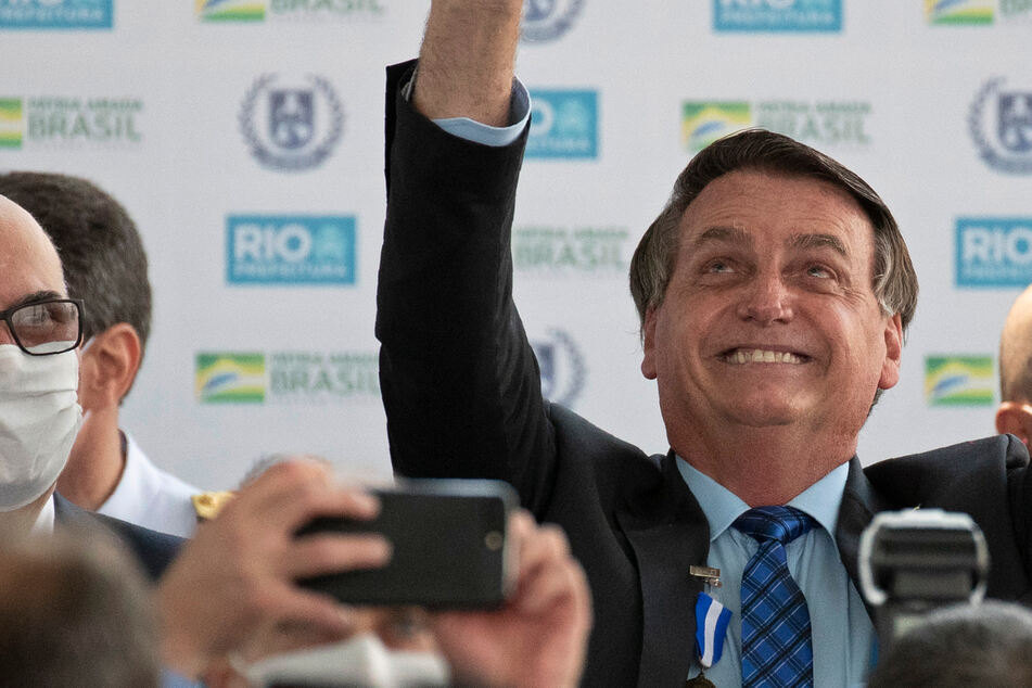 First a 'little flu', now a little person: Bolsonaro mistakes dwarf for child
