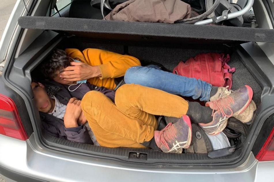 Schleuser erwischt: Elf Menschen in Kleinwagen gepresst