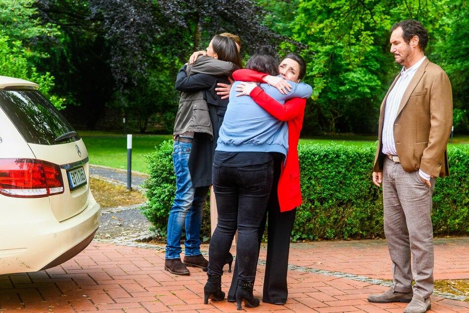 Der Abschied von Schwester Jenny und den Eltern Simone und Richard fällt schwer.
