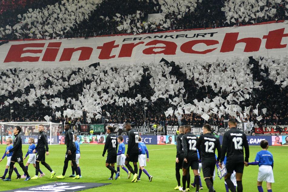 Spannend ist die Frage, ob Eintracht Frankfurt in der kommenden Saison wieder vor Publikum spielen kann?