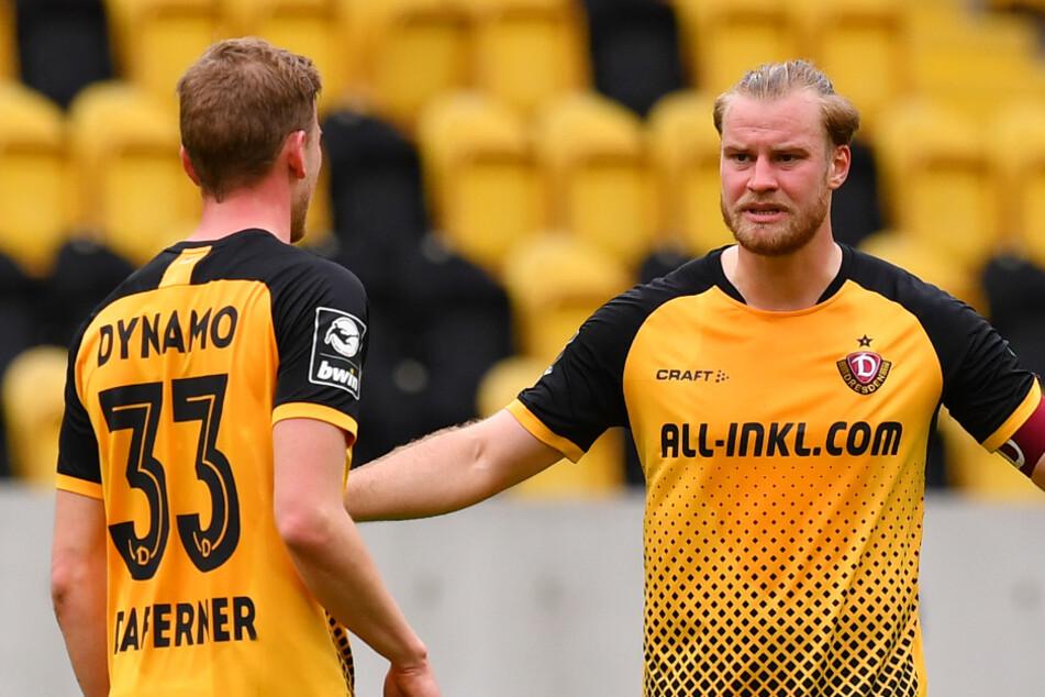Die Dynamos Sebastian Mai (27, r.) und Christoph Daferner (23, l.) haben ihren Spielplan bekommen.