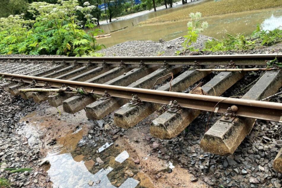 Auf vielen Strecken der Deutschen Bahn wurden die Schienen unterspült.