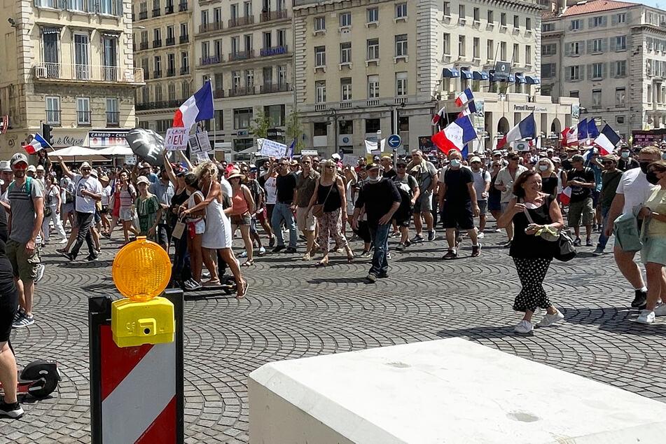 Jede Woche gehen Tausende in mehreren Städten Frankreichs auf die Straßen, um gegen die Impfpflicht zu demonstrieren, wie hier in Marseille.