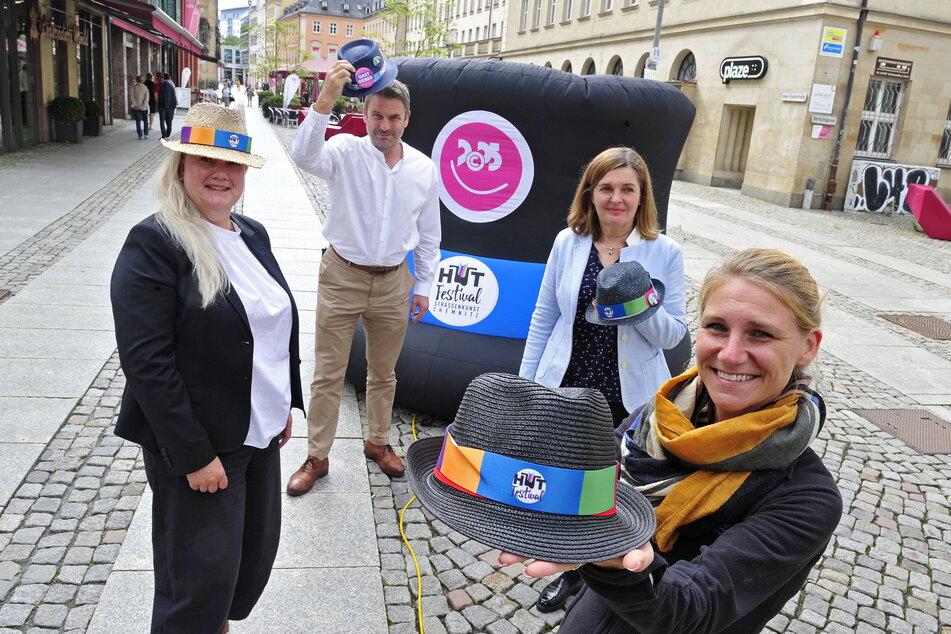 """Astrid Eberius (51, v.l.n.r.) vom Partner """"eins energie"""" sowie Ralf Schulze (54), Kirstin Antonelli (53) und Anne Grimm (34) vom Veranstalter C3 freuen sich auf das diesjährige Hutfestival."""
