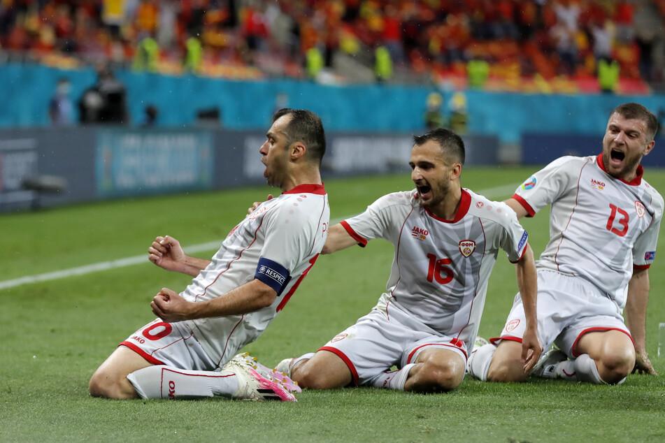Nationalheld Goran Pandev (l.) erzielte Nordmazedoniens erstes Tor bei einer Europameisterschaft und netzte zum 1:1-Ausgleich ein.