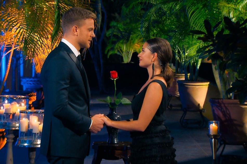 Diana zeigt sich deutlich gerührt und enttäuscht, dass sie nicht die letzte Rose bekommt (Foto: TVNOW).