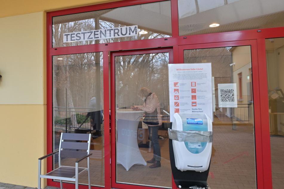 """Das Schnelltest-Zentrum """"Be.Safe"""" liegt an der Dittersdorfer Straße 83 im ehemaligen Sportcenter am Stadtpark."""