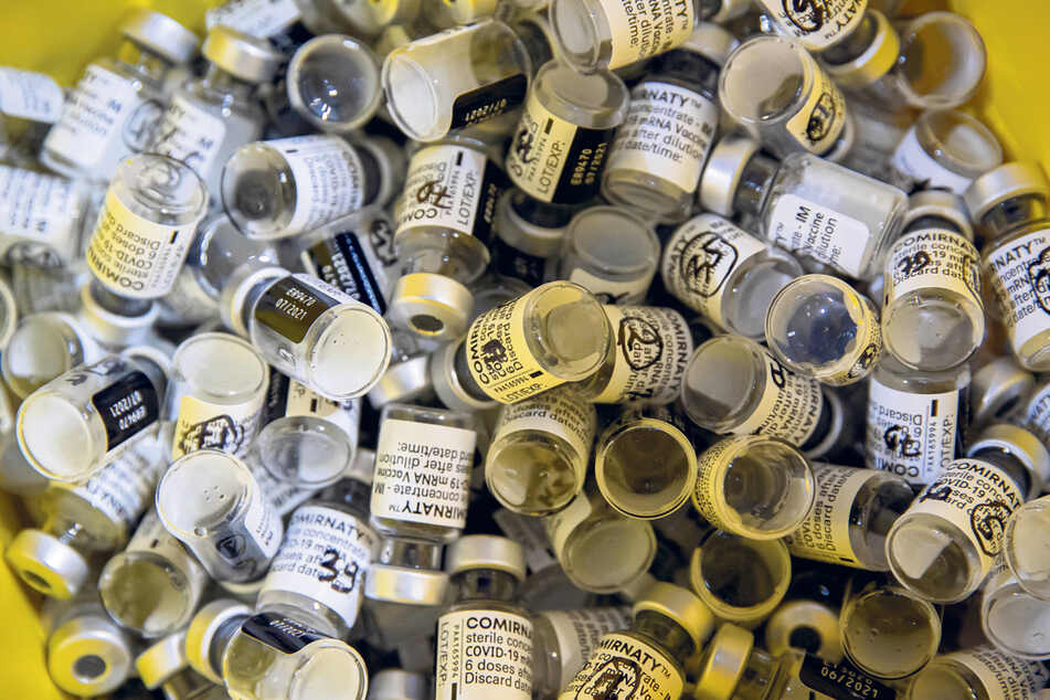 Auch in Sachsen landen immer mehr Impfdosen im Müll - laut DRK bislang 8700.
