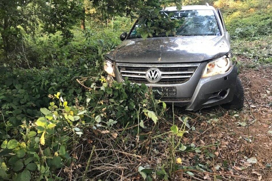 Spaziergänger finden tote Frau in VW-SUV