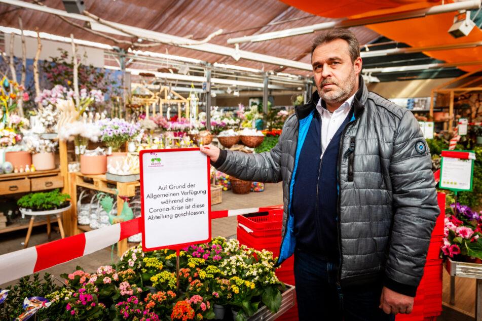 Andreas Richter musste die Gartenabteilung seines Fachmarktes schließen - nimmt aber Bestellungen entgegen.