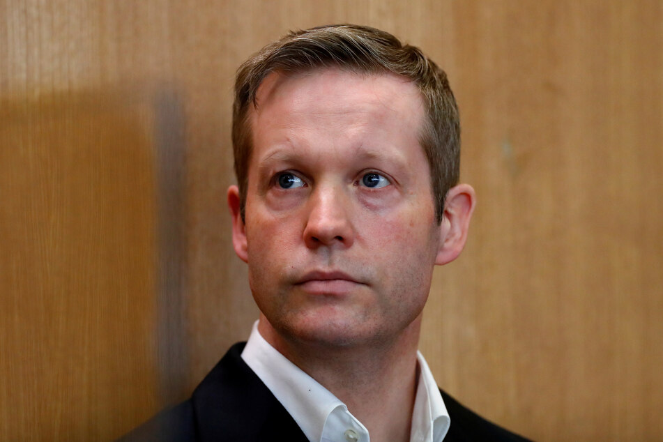 Stephan Ernst, der des Mordes an dem Kassler Regierungspräsidenten Walter Lübcke angeklagt ist, im Gerichtssaal im Oberlandesgericht.