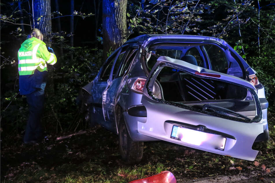 Der Unfallfahrer versuchte von dem Unfallort zu fliehen. Doch die Polizei sammelte ihn auf dem Weg zum Unfallort auf.