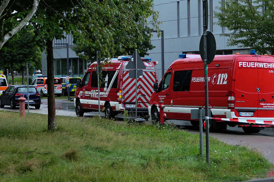 Großaufgebot der Rettungskräfte nach dem Giftanschlag am 23. August auf dem Gelände der TU Darmstadt an der Lichtwiese.