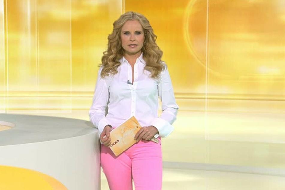 """Katja Burkard als Moderatorin beim RTL-Mittagsjournal """"Punkt 12"""". (Foto: RTL)"""