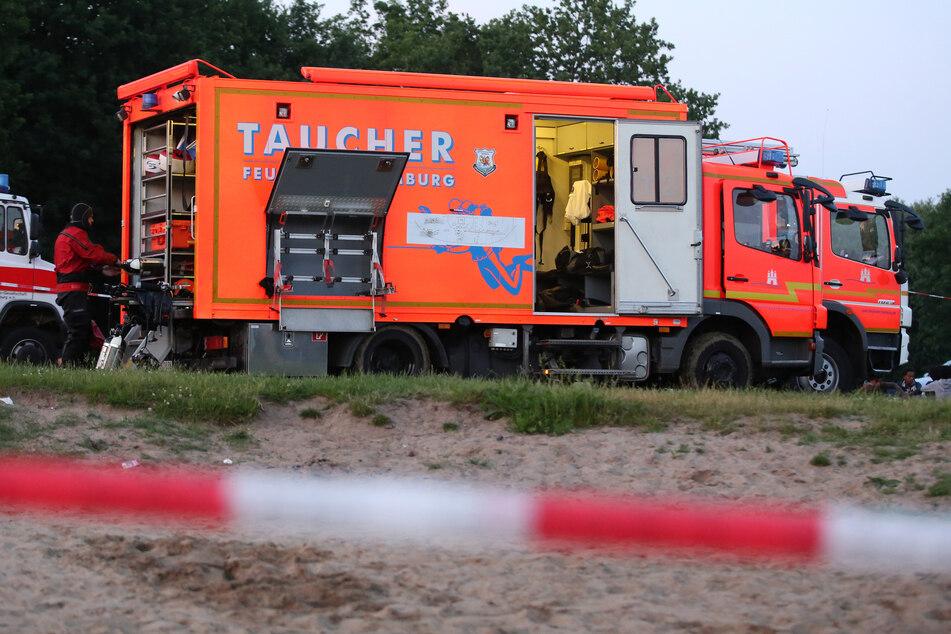 Tragisches Unglück am See: 15-Jähriger rettet Ertrinkenden, Frau tot geborgen