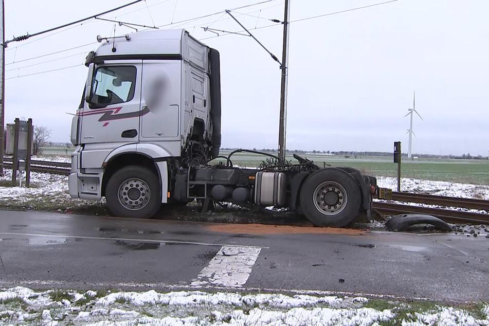 Eine S-Bahn hat nahe Delitzsch einen Lastwagen erfasst.
