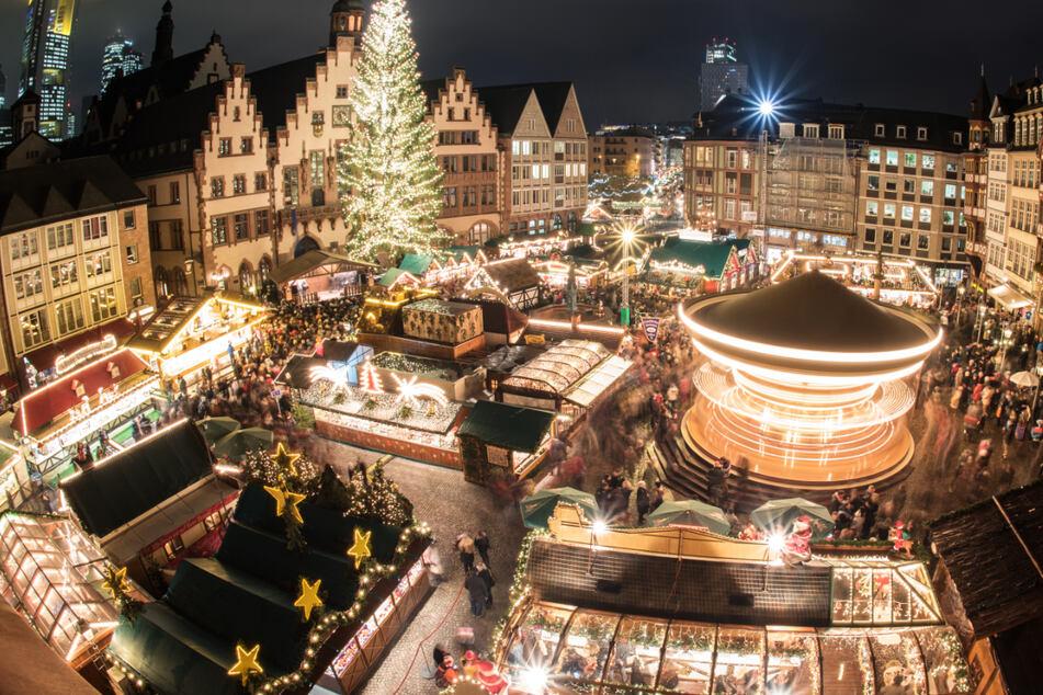 Der Frankfurter Weihnachtsmarkt (Archivbild) soll trotz der vierten Corona-Welle in diesem Jahr stattfinden.