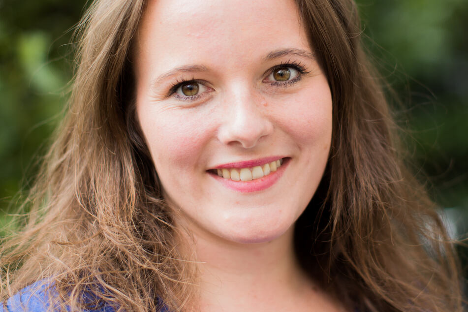 Jessica Rosenthal (SPD,27), Vorsitzende der nordrhein-westfälischen Jusos, aufgenommen vor der SPD-Parteizentrale.