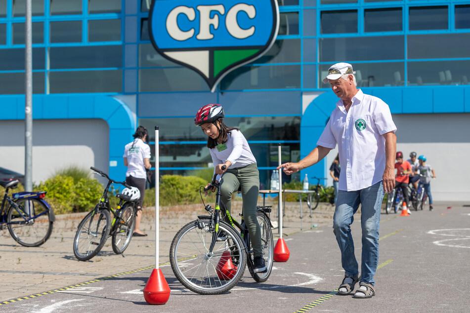 Chemnitz: Verkehrswacht bringt Migranten aufs Fahrrad