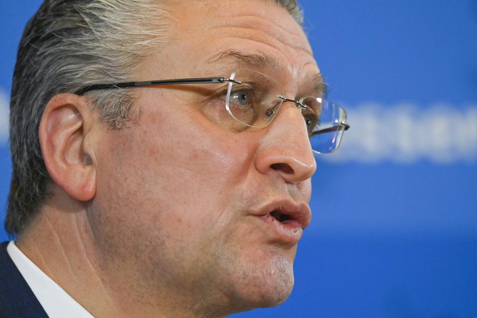 Lothar Wieler (59), Präsident des Robert Koch-Instituts (RKI), gibt eine Pressekonferenz zur aktuellen Entwicklung bei den Corona-Zahlen. Angesichts weiterhin hoher Corona-Zahlen hat das Robert Koch-Institut (RKI) an Arbeitgeber appelliert, Beschäftigten mehr Homeoffice zu ermöglichen.