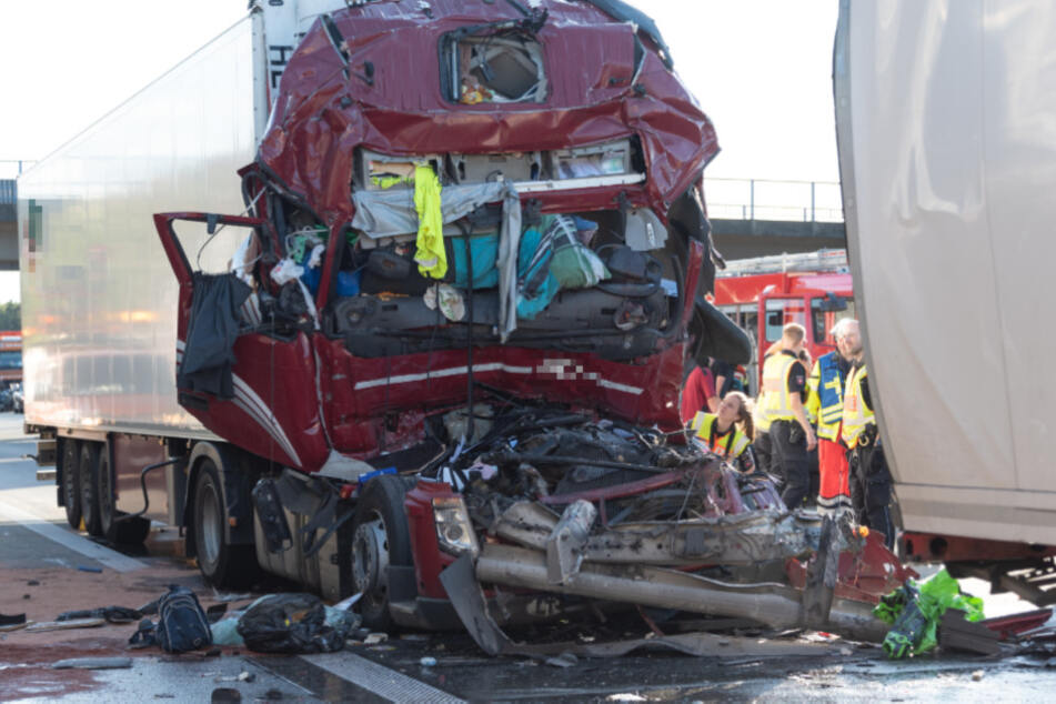 Für den Lkw-Fahrer kam jede Hilfe zu spät.