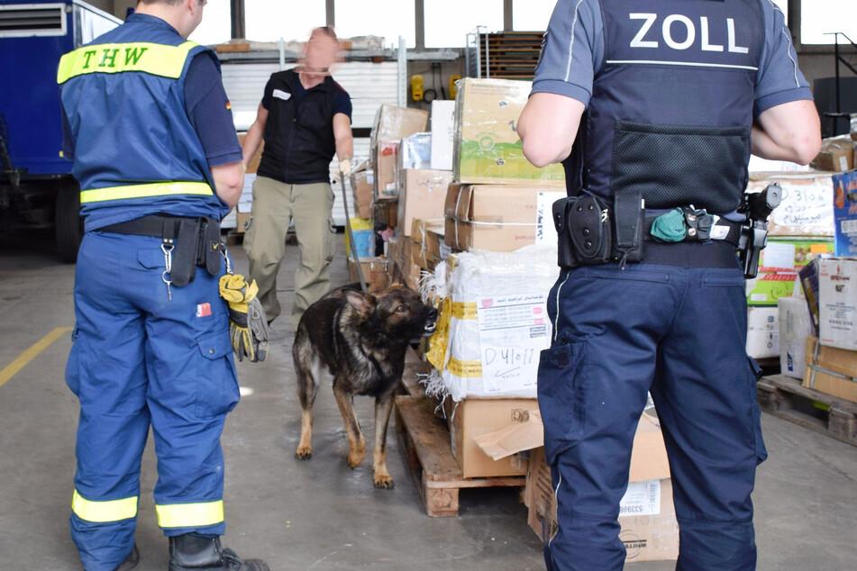 In einer Ladung mit Nähmaschinen aus dem Irak hatte ein Drogenhund des Zolls im Juni 2020 das Opium erschnüffelt. (Archivbild)