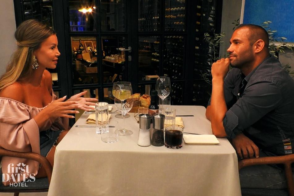First Dates Hotel: Isabellas Blind Date entpuppt sich als schlechter Verlierer