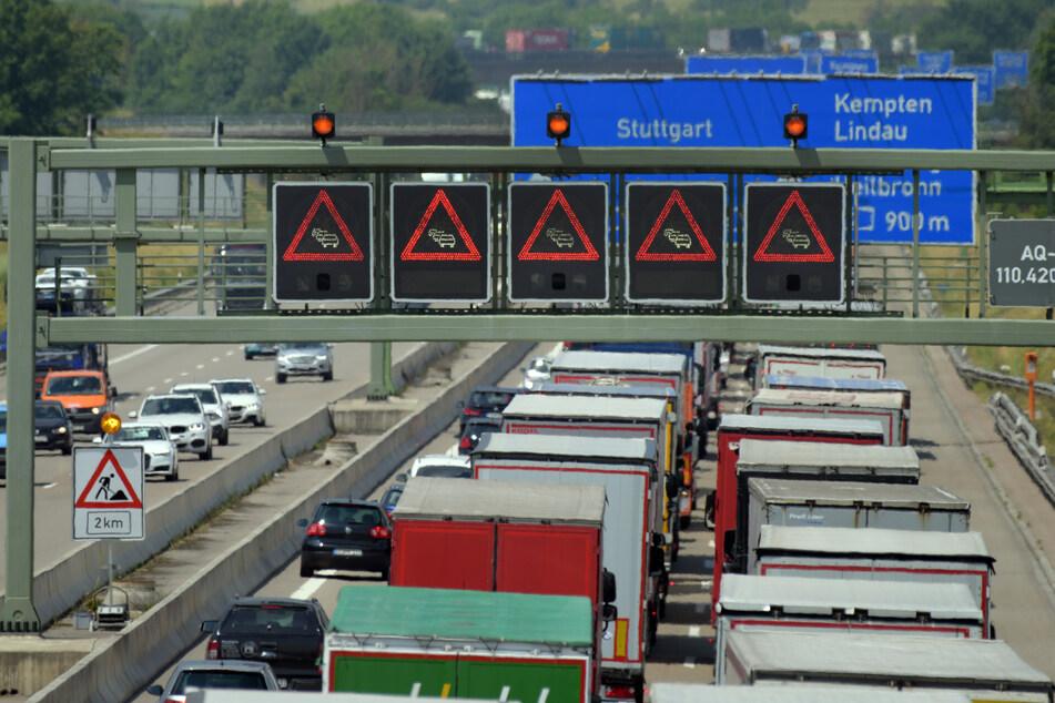 Auf der A7 kam es am Dienstagmorgen zu einem Unfall mit einem Pferdetransporter. (Archivbild)