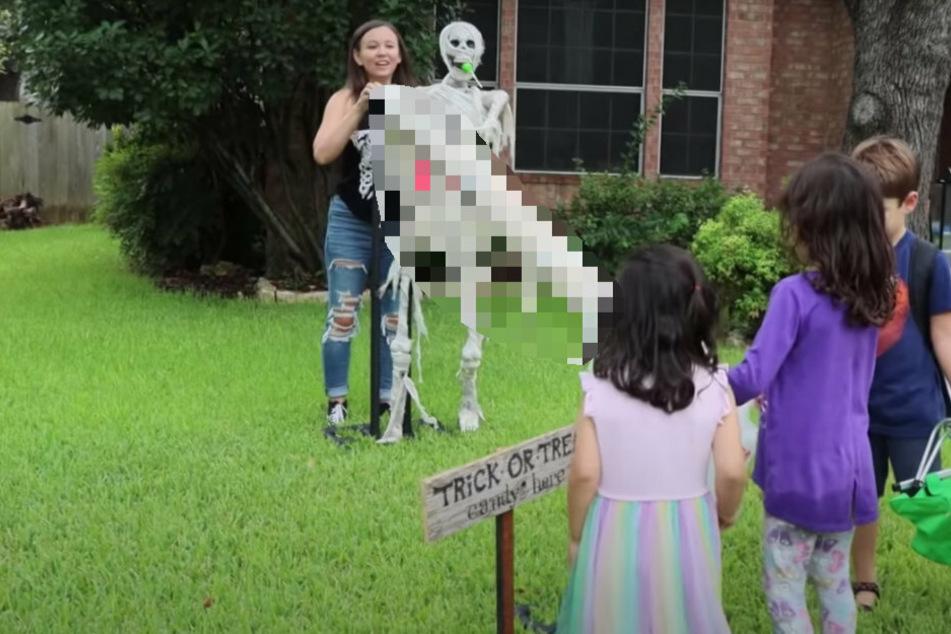 Eltern haben eine grandiose Idee für Halloween und machen zahlreiche Kinder glücklich