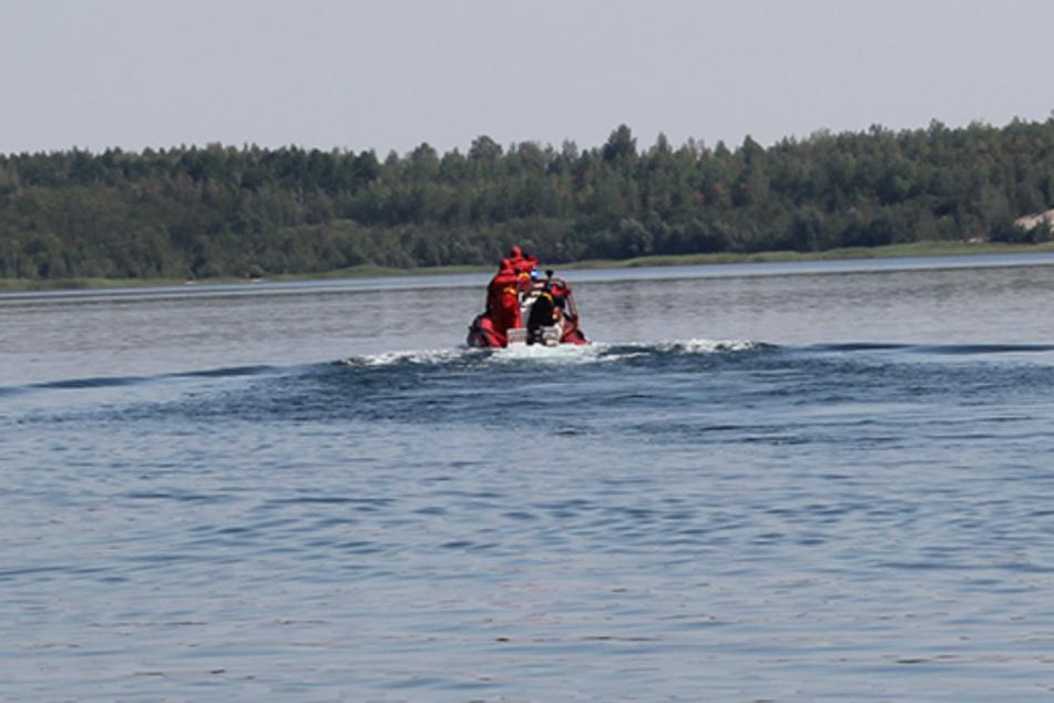 Rettungsboote fuhren sofort zur gemeldeten Fundstelle.