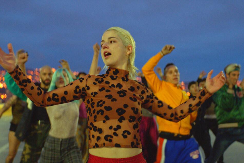 Bei den Tanzszenen steht Ema (Mariana Di Girolamo) im Mittelpunkt.