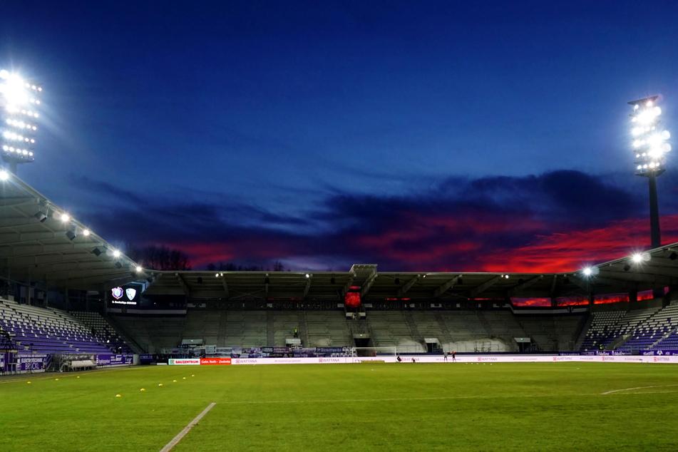 Diese abendliche Stimmung bei einem Flutlichtspiel in Aue konnten die Fans schon ewig nicht mehr live erleben. Ab der neuen Saison könnte es wieder so weit sein.