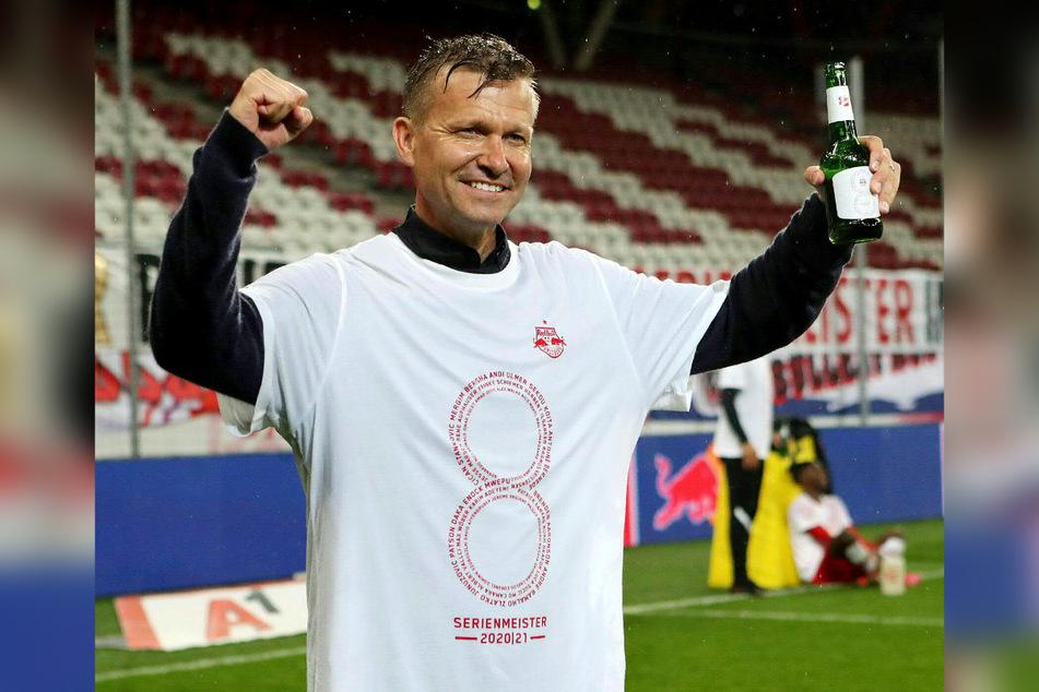 Jesse Marsch (47) hat allen Grund zur Freude, kann er sich mit zwei Titeln aus Salzburg verabschieden. Ab kommender Saison wird er Chef-Coach bei RB Leipzig sein.